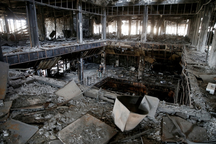 General view of the library of the University of Mosul burned and destroyed during the battle with Islamic State militants. (c) Ahmed Jadallah / Reuters